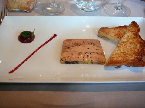 Marbré de foie gras de canard, compotée de figues aux cinq épices et sa brioche toastée