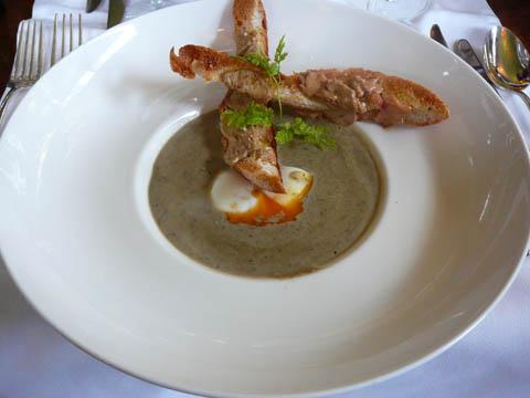 Crème de lentilles vertes du Puy AOC, oeuf mollet et mouillettes au foie gras