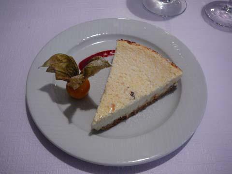 Cheesecake parfumé au citron, coulis de fruits rouges
