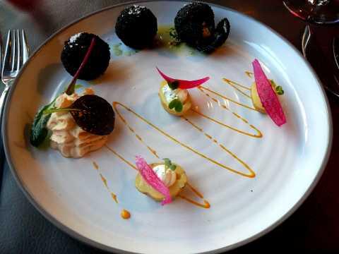 Huitres spéciales Gillardeau en coque croustillante, pomme de terre grenaille aux fines herbes