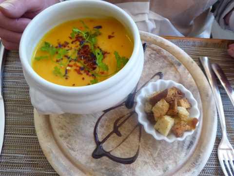 Soupe de courges à l'huile de truffe blanche
