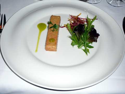 Foie gras de canard à la gelée de pomme verte et betterave croquante
