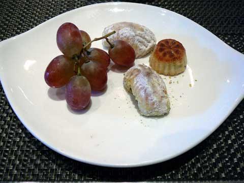 Buffet Obeirut : pâtisseries et fruits frais