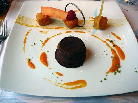 Mi-cuit chocolat et carottes confites, bonbon à la réglisse