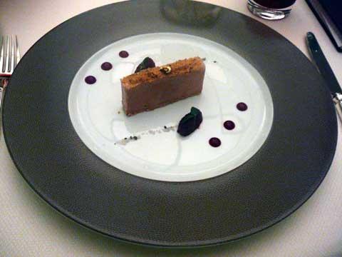 Lingot de foie gras d'oie à l'anis vert, achard de cerises noires, réduit de pinot noir