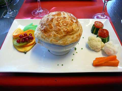 Cassolette de veau aux champignons, polenta crémeuse au parmesan, trio de légumes