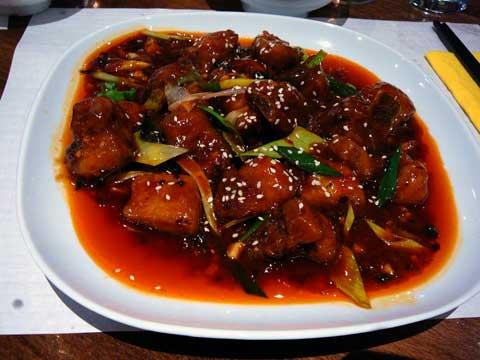 Côtelettes de porc sautées à la sauce soja