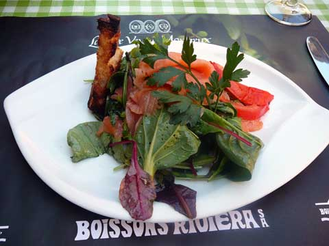 Salade de saumon fumé sur mesclun