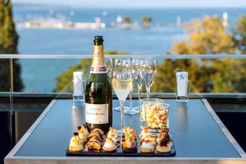 5 Lounge Bar situé sur le toit du Swisshotel