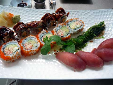 4 nigiris au thon rouge / Fall maki (concombre + omelette + anguille) / Futomaki sushi Auori