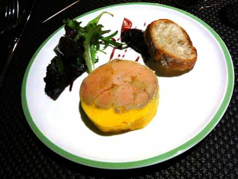 Terrine de foie gras de canard maison, confiture d'oignons au vin rouge