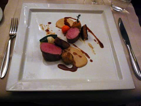 Filet de porc Patanegra, sauce aux cacahouettes, coriandre et foie gras poêlé