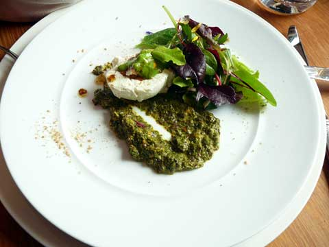 Tartare d'algues de mer et fromage frais de brebis