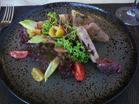 Terrine de caille au foie gras et fruits secs
