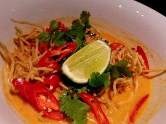 Soupe Chiang Mai (nouilles, poulet et citron vert)