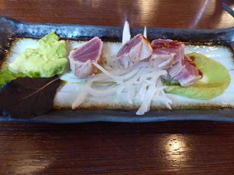 Tataki de thon, crème à l'avocat