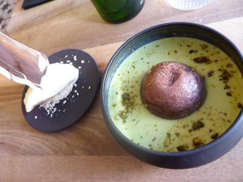 Ile flottante revisitée (cacao/pistache), glace amande