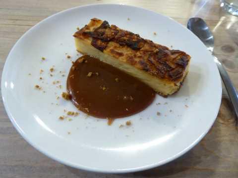 Gâteau gourmand aux pommes, caramel beurre salé