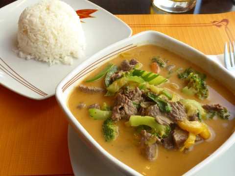 Boeuf au curry rouge, lait de coco et légumes