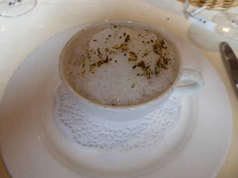 Coquilles Saint-Jacques snackées, purée de potimarron aux éclats de châtaigne, cappuccino moka