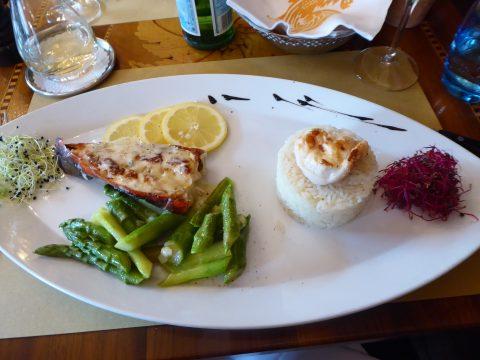 Queue de homard aux asperges et au citron