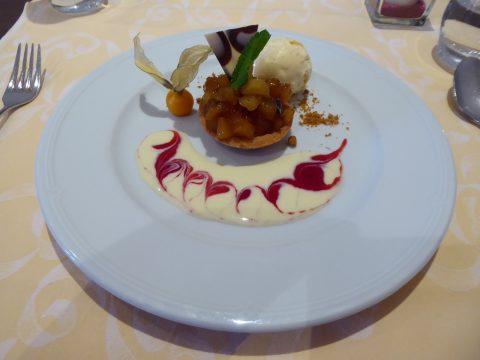 Tartelette aux pommes caramélisées crème anglaise et glace vanille