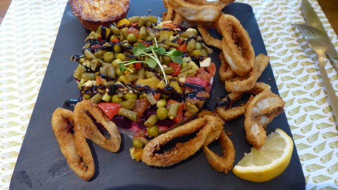 Friture de calamars et tartare de légumes