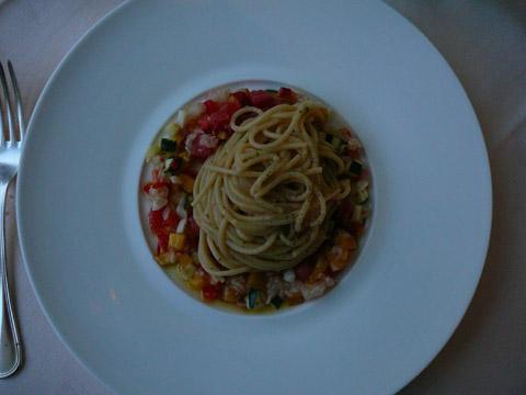 Spaghetti aux écrevisses sur un tartare d'écrevisses et citrons verts