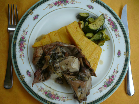 Lapin au thym, polenta et courgettes