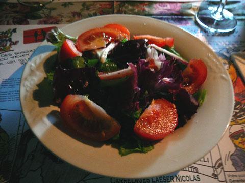 Salade verte avec trévises et tomates
