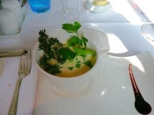 Potage Parmentier à la crème de truffes blanches