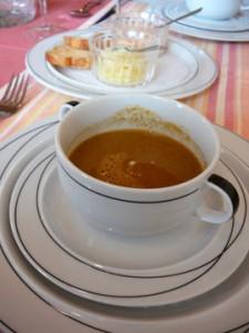 Petite soupe de poissons du Léman, rouille, croûtons