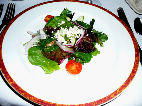 Salade maison avec vinaigrette de tomates
