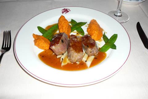 Noisettes d'agneau et salsifis au jus acidulé, fine purée de potimarron, zestes de citron confit et cerfeuil