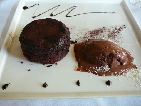 Moelleux au chocolat noir, glace chocolat torride