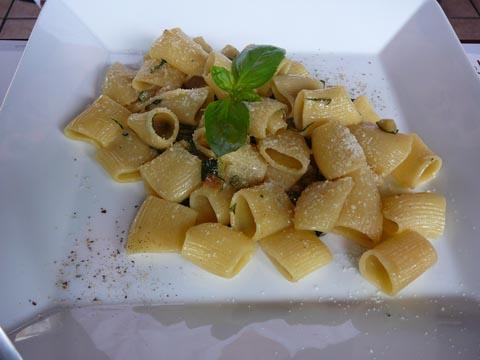 Mezze maniche zucchine e gorgonzola