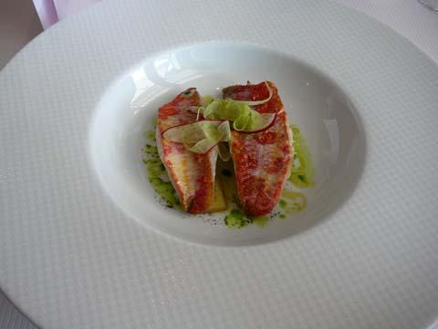 Le rouget croustillant cuisiné à la rhubarbe