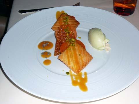 Gourmandise d'abricots au miel d'acacia et à la lavande