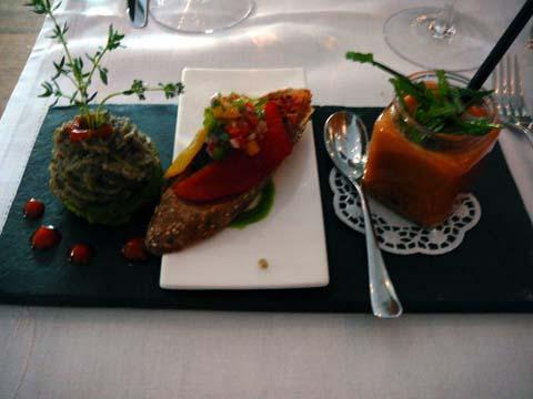 Le potager : Gaspacho à la Vodka, Cupcake de courgette & caviar d'aubergine, Bruschetta à la tapenade & poivrons confits