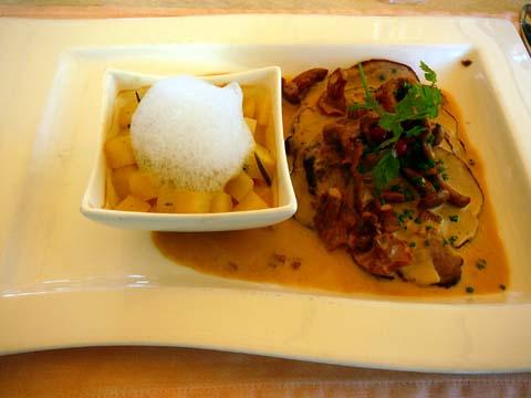 Rôti de porc aux épices, sauce aux chanterelles, pommes de terre au Chasselas