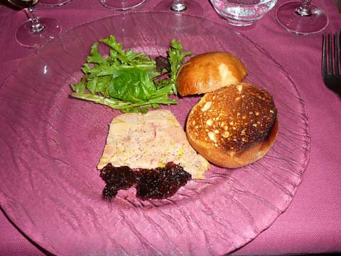 Terrine de foie gras au muscat de Beaumes de Venise, petite brioche chaude