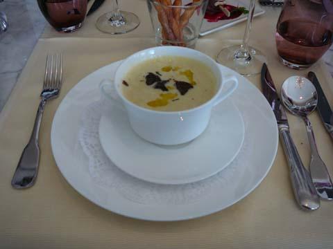 Mousseuse de poireaux et pommes de terre aromatisée à la truffe