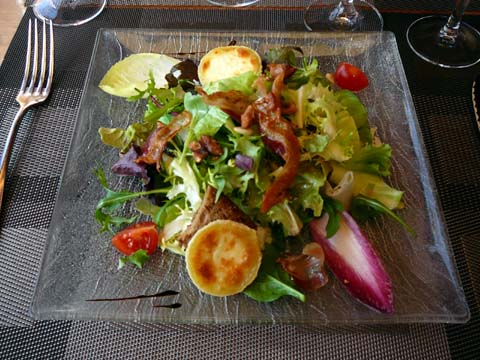 Salade de crottin de Chavignol au miel et lard croquant