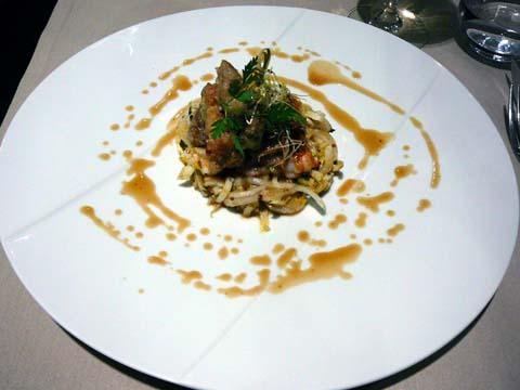 Langoustines juste saisies, croustillant de pied de cochon, brochette de ris de veau