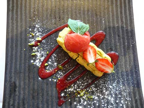 Macaron fraise garighette-pistache