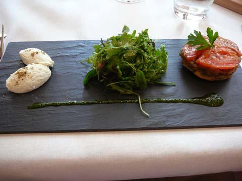 Tatin d'aubergine et chèvre frais au thym libanais