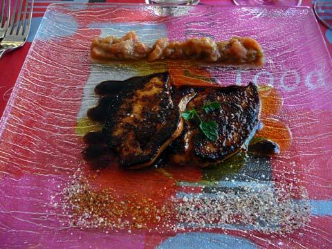 Foie gras de canard poêlé sur compotée de rhubarbe