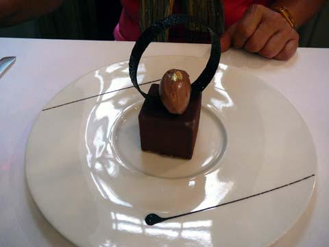 Cube au chocolat jiavara et coeur passion, sorbet cacao