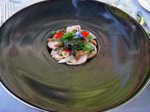 Salade de foie gras et lapin, haricots verts croquants et girolles