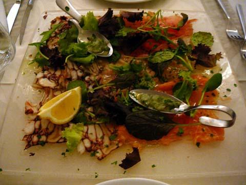 Tapis de fantaisie marine et tartare de crevettes